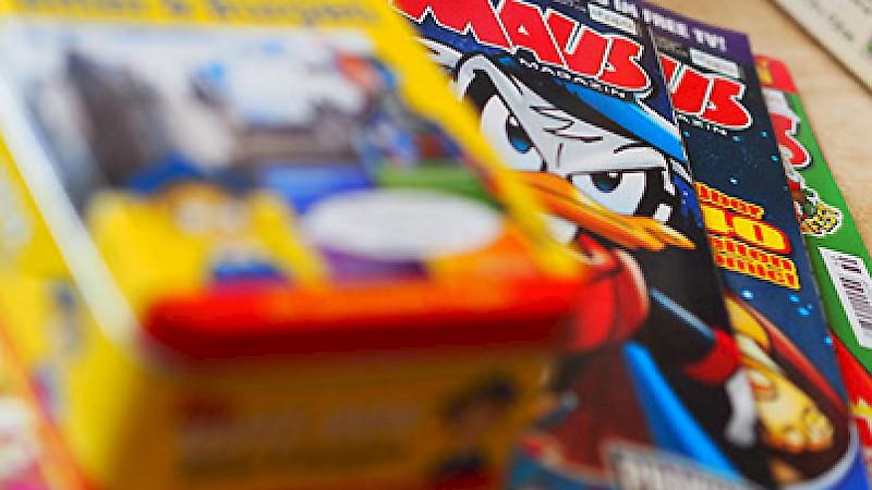 Kinderzeitschriften und Spielzeug