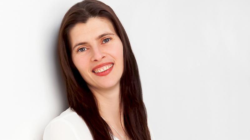 Frau Giulia Grimmig unterstützt das Team im Praxislabor